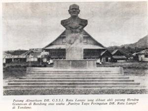 Patung Sam Ratulangie didepan LODJIE