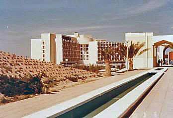 Modern bernuansa Arab